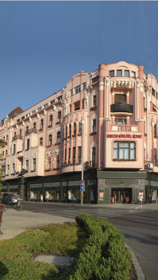 Bemutatkozás: A képen a Debreceni Művelődési Központ épülete látható