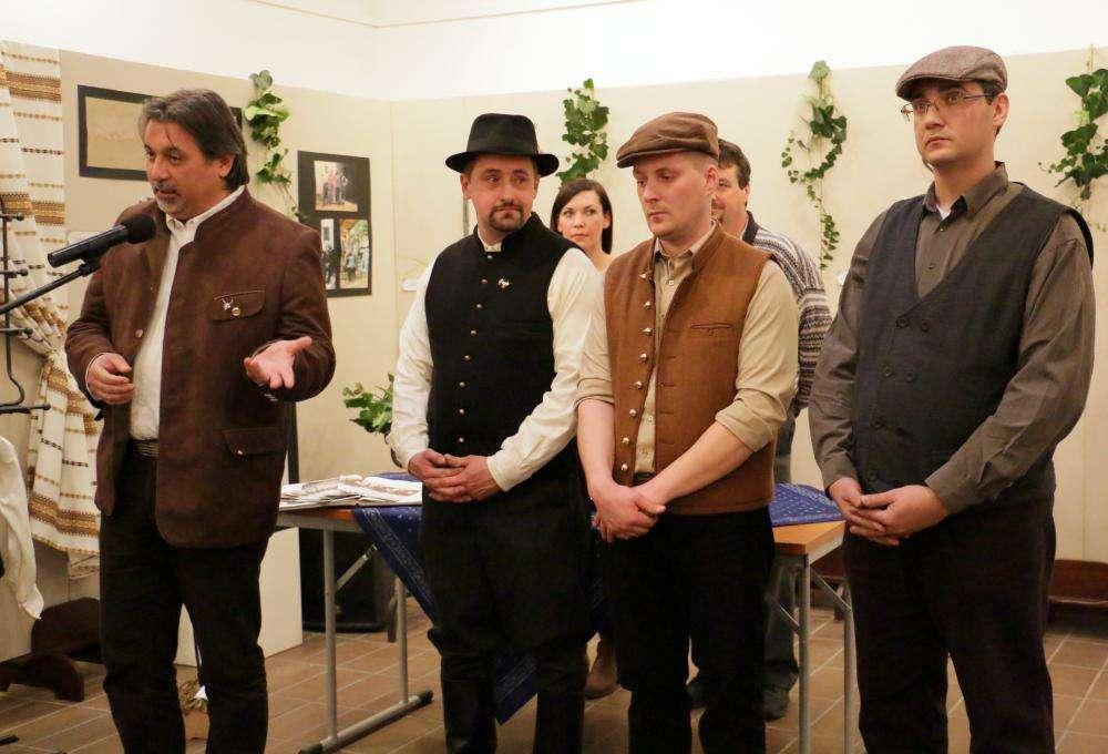 TÖBB VASAT A TŰZBE - kovácsmesterek bemutatkozó kiállítása