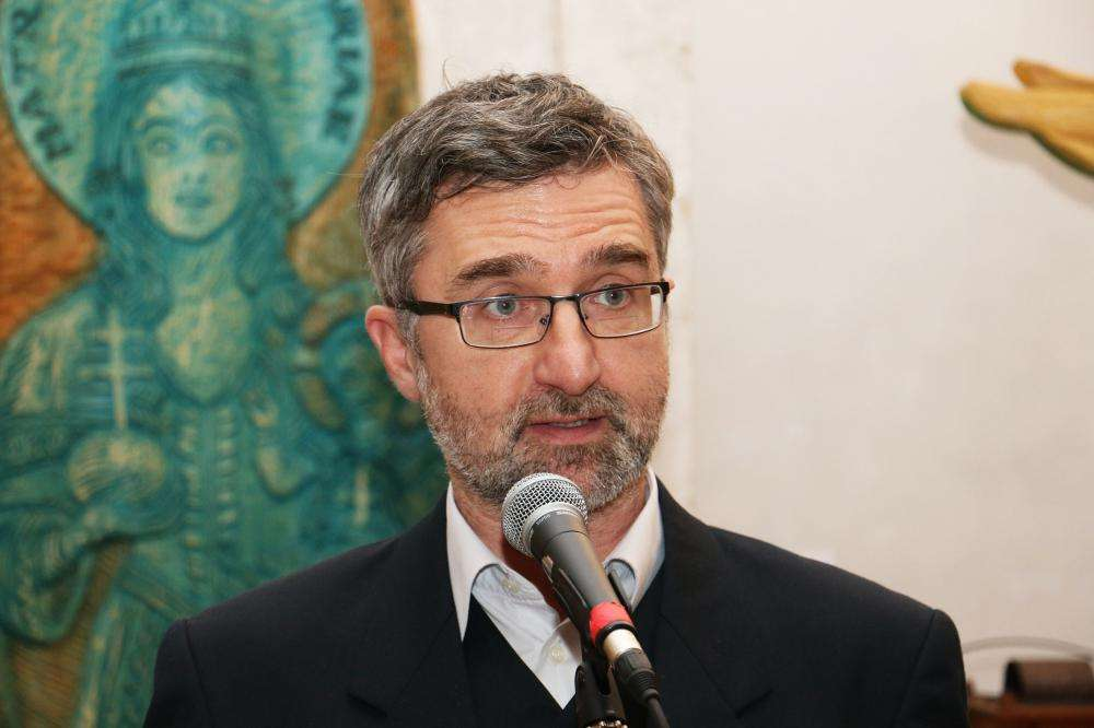 TÁPLÁLÓ GYÖKÉR - Galánfi András fafaragó, a Népművészet Mestere kiállítása