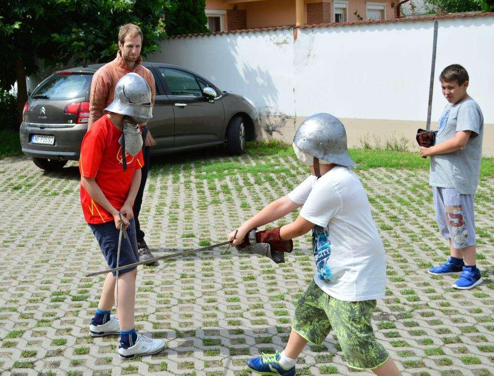 A FEKETE SEREG LOVAGJAI - hagyományőrző tábor 10-13 évesek részére