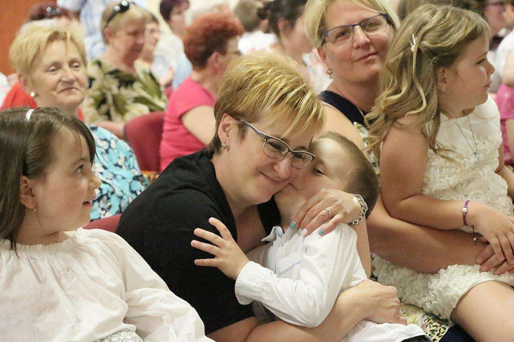ÉDESANYÁM, VIRÁGOSAT ÁLMODTAM – anyák napi köszöntő műsor