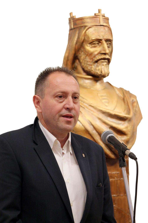 MATL PÉTER SZOBRÁSZMŰVÉSZ (Kárpátalja) KIÁLLÍTÁSA