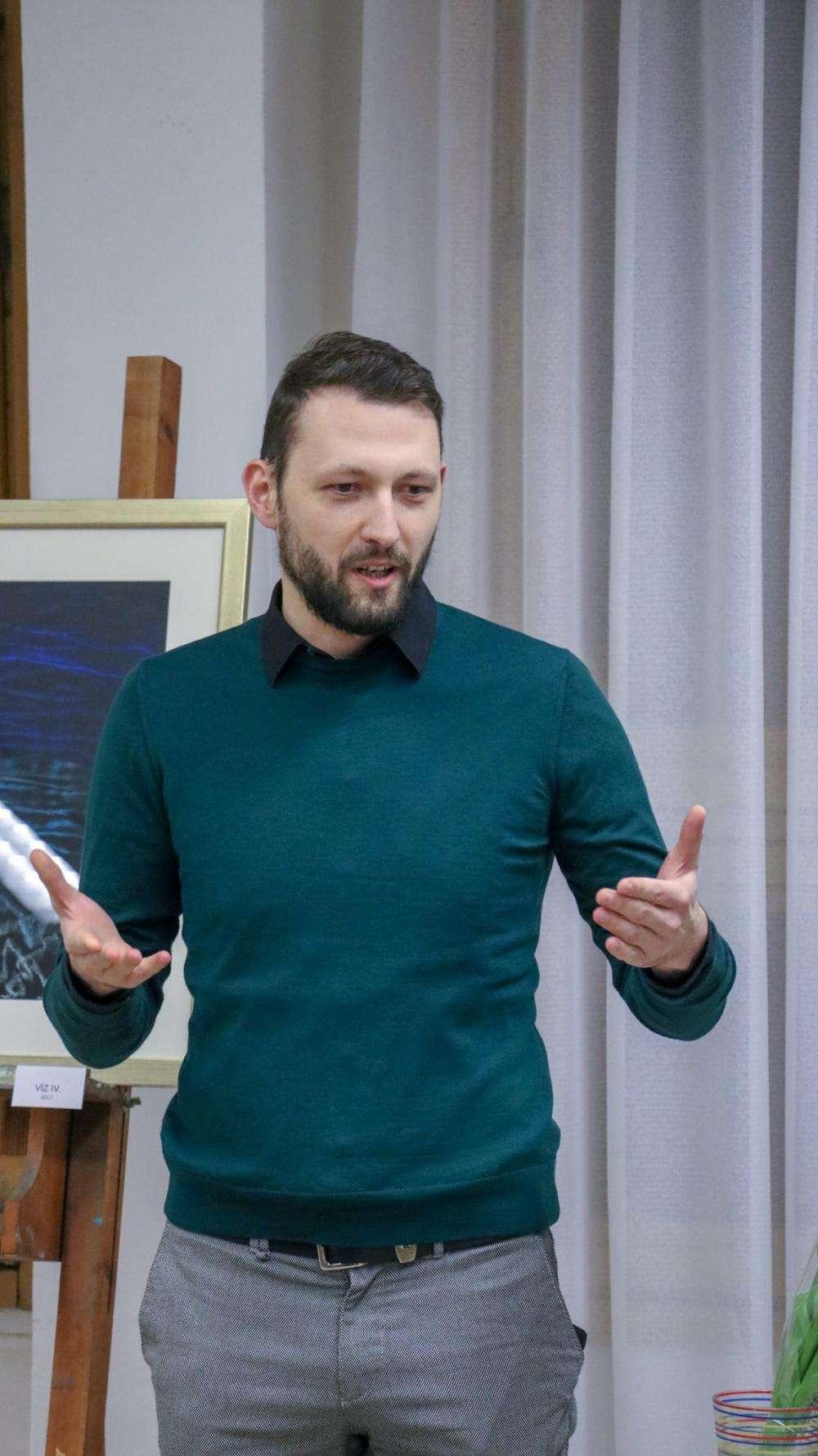 """Láng Eszter képzőművész """"Szélcsend"""" című kiállítása"""