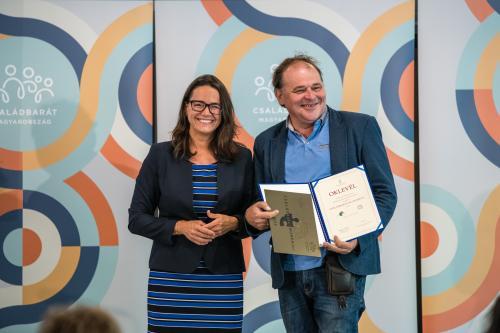 Átadták a Családbarát munkahely díjakat - a Debreceni Művelődési Központ idén is a díjazottak között szerepel
