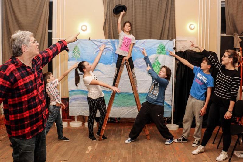 Adventi,Mikulás napi,Karácsonyi műsorajánlat az Alföld Gyermekszínpadától és Főnix Diákszínpadától