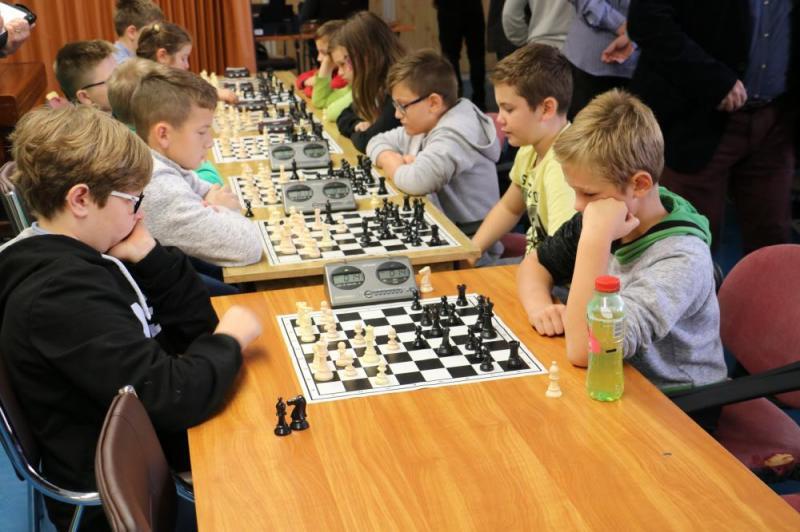 GÉNIUSZ KUPA  Gyermek sakkverseny