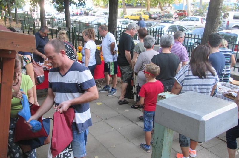 SZATYOR: Zsibongó sokaság az Újkerti Közösségi Ház kistermelői piacán