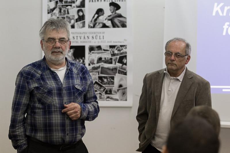 NYITOTT MŰHELY SOROZAT-MŰTERMI BESZÉLGETÉS: Közeli felvétel Micskey Istvánról (jobb oldal)