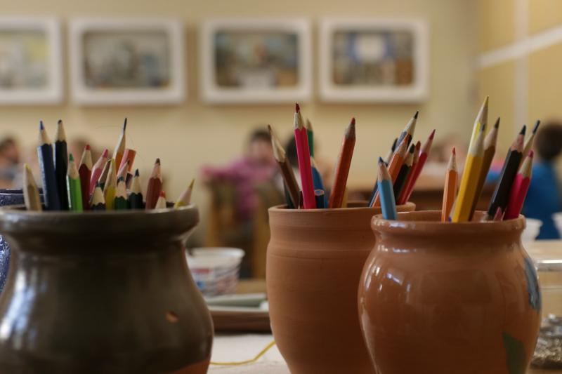 MÁRTON NAPI VIGADALOM: Illusztratív fotó színesceruzákról
