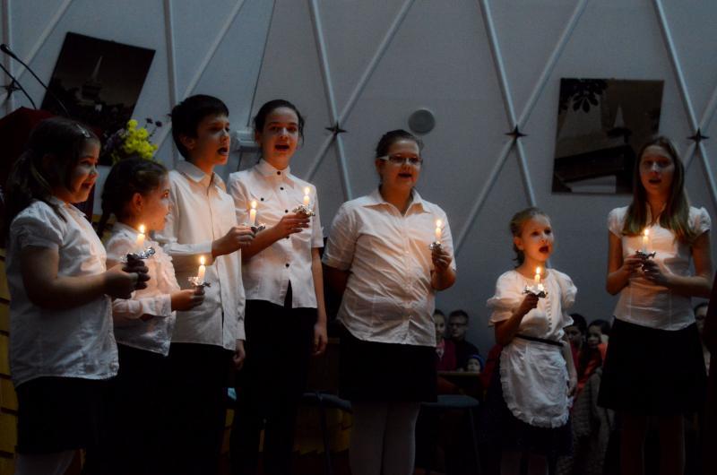 TÉGLÁSKERTI ADVENTI CSALÁDI DÉLUTÁN: Éneklő ifjak egy korábbi családi délután alkalmával