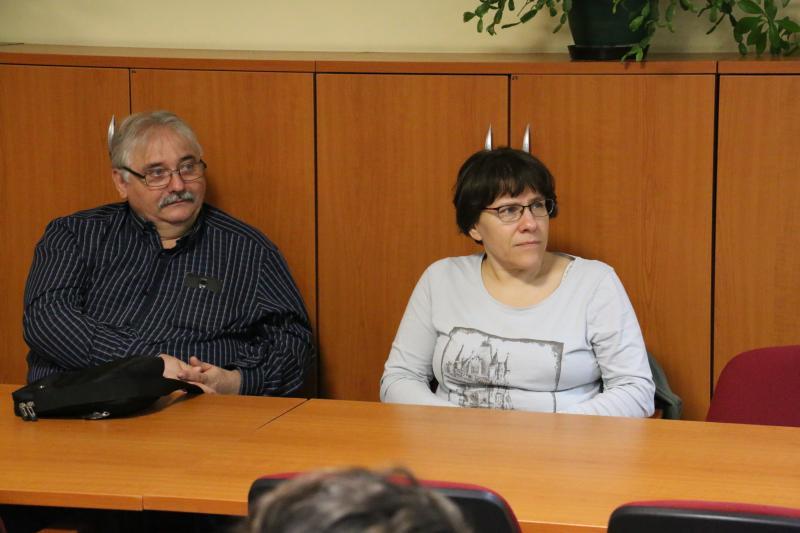 REMÉNYPONT ÉLETMÓDKLUB: Érdeklődők hallgatják az előadót