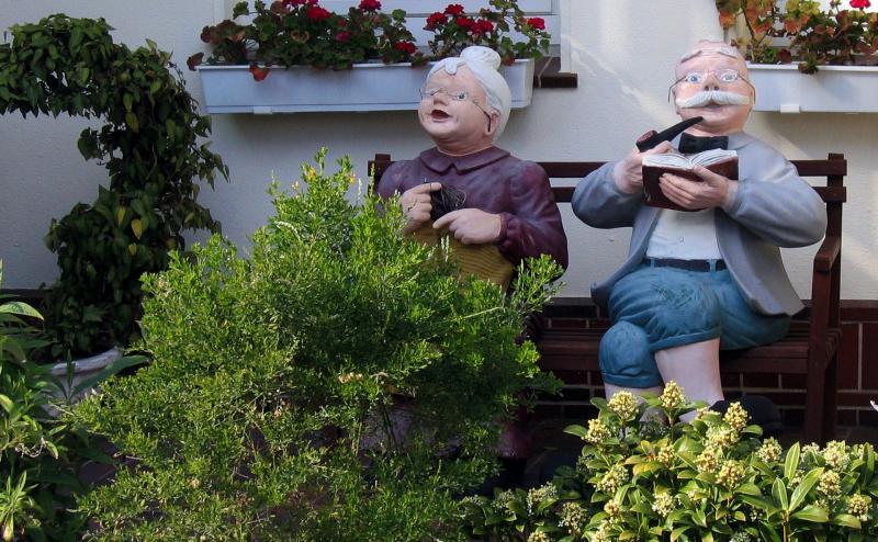 NYUGDÍJAS KLUB: Nyugdíjas házaspárt ábrázoló illusztratív fotó