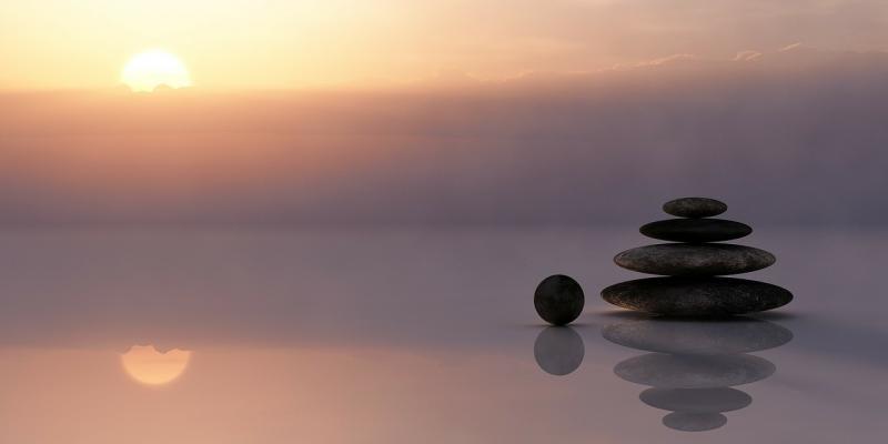 AZ ÉLETREFORM KLUBHOZ KAPCSOLÓDÓ PROGRAM: Az egyensúlyt ábrázoló illusztratív fotó