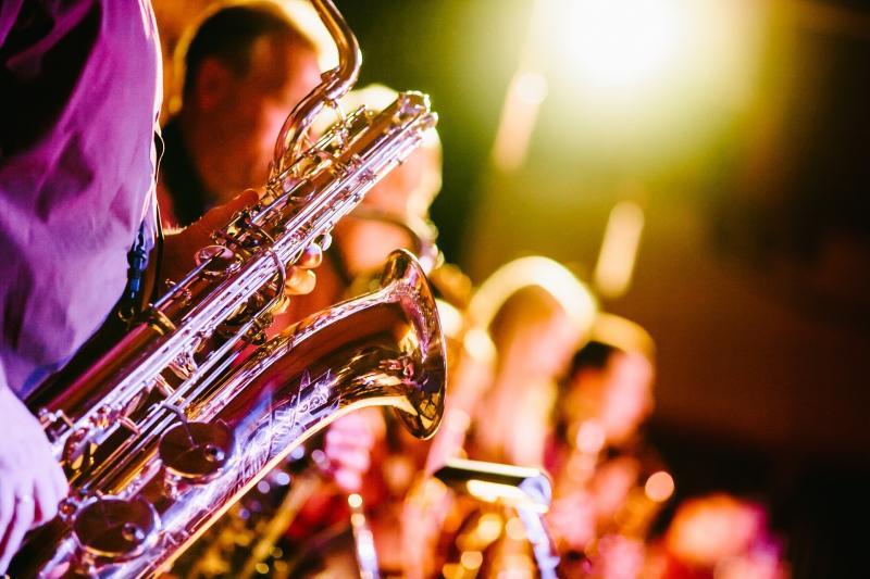TEMATIKUS ÉLMÉNYHANGVERSENY: Illusztratív fotó rézfúvós zenészekről