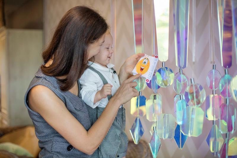 BABA-MAMA KLUB: Illusztratív fotó egy gyermekről anyja karjaiban