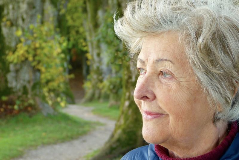 NYUGDÍJAS KLUB: Illusztratív fotó egy nyugdíjaskorú nőről