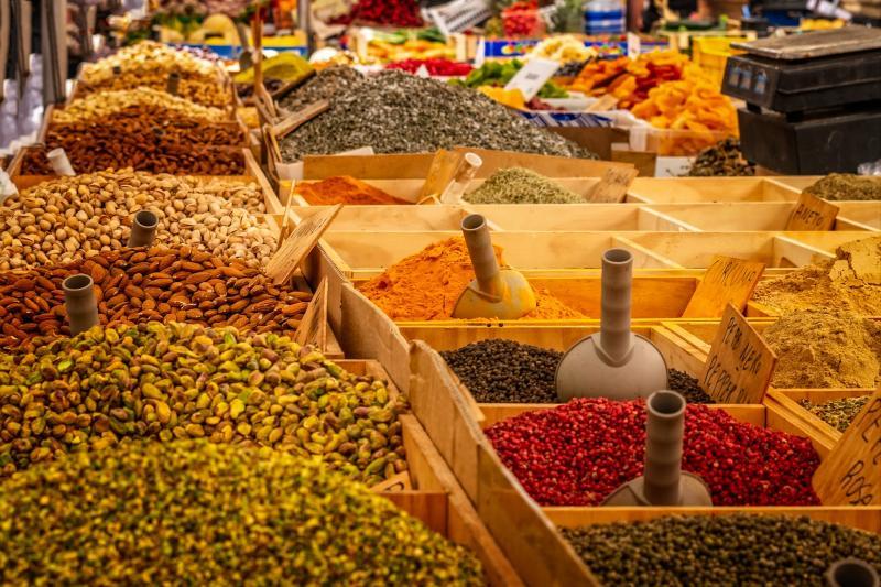 MACSI BAZÁR – KÖZÖSSÉGI VÁSÁR: Illusztratív fotó egy piaci állványzatról
