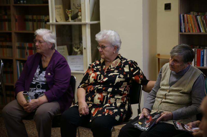 NYUGDÍJAS KLUB: Pillanatkép nyugdíjaskorú nőkről